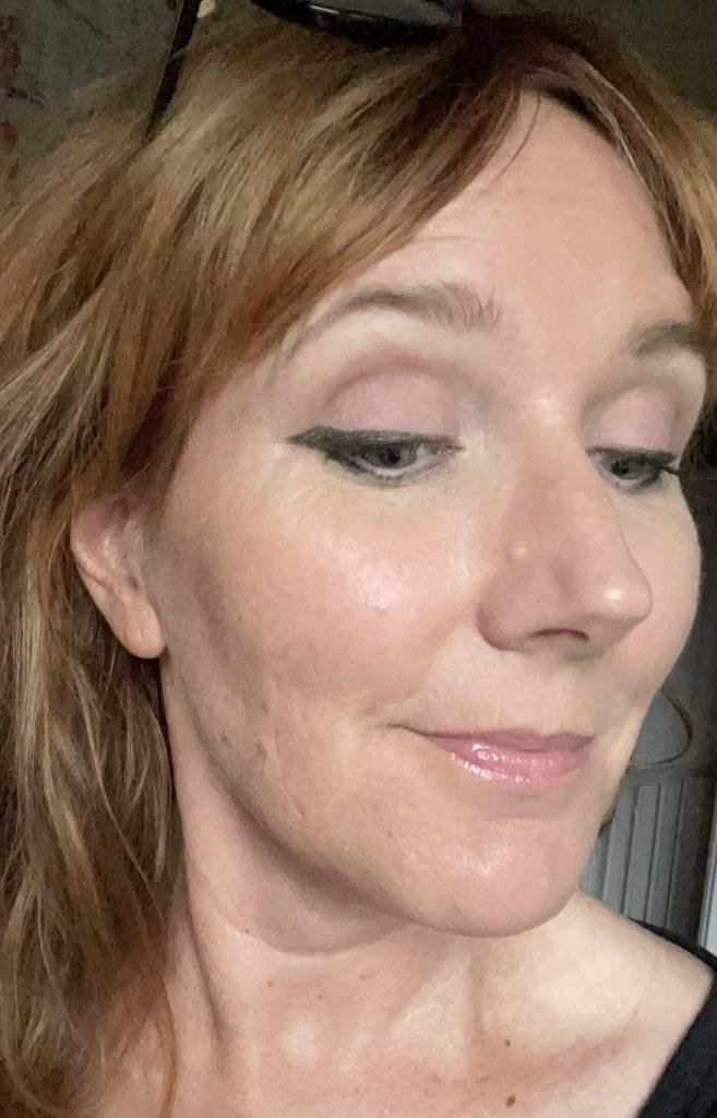 vingad eyeliner som sitter i timmar